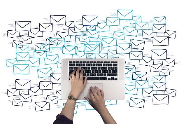 Bots als kleine smarte Helfer, denn der E-Mail-Flut muss man erstmal Herr werden