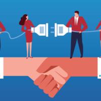 Eine Illustration vor blauem Hintergrund, bei der sich zwei Hände schütteln. Auf den Armen stehen vier Menschen, die mit einem Verlängerungskabel eine Stromverbindung herstellen möchten.