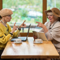 Es gibt viele Angebote für Senioren im Netz