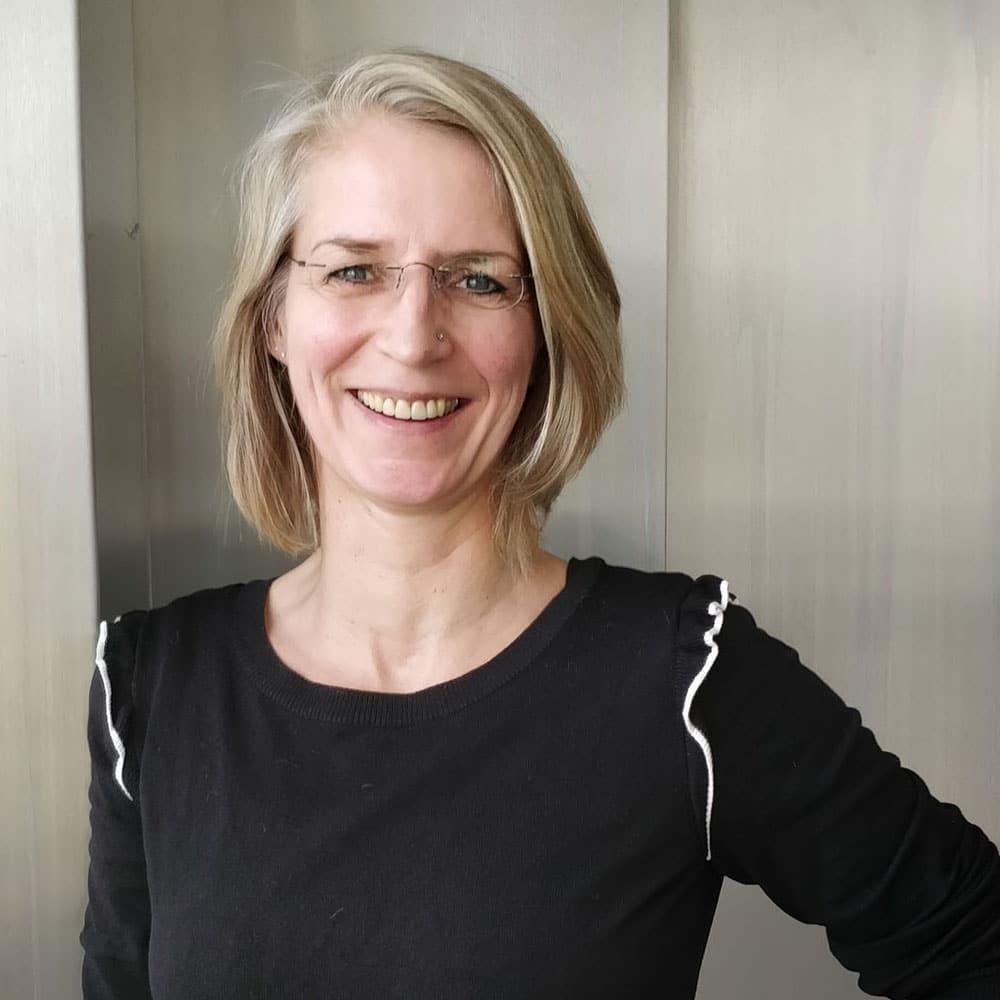 Das Foto zeigt die Redakteurin Andrea Brücken