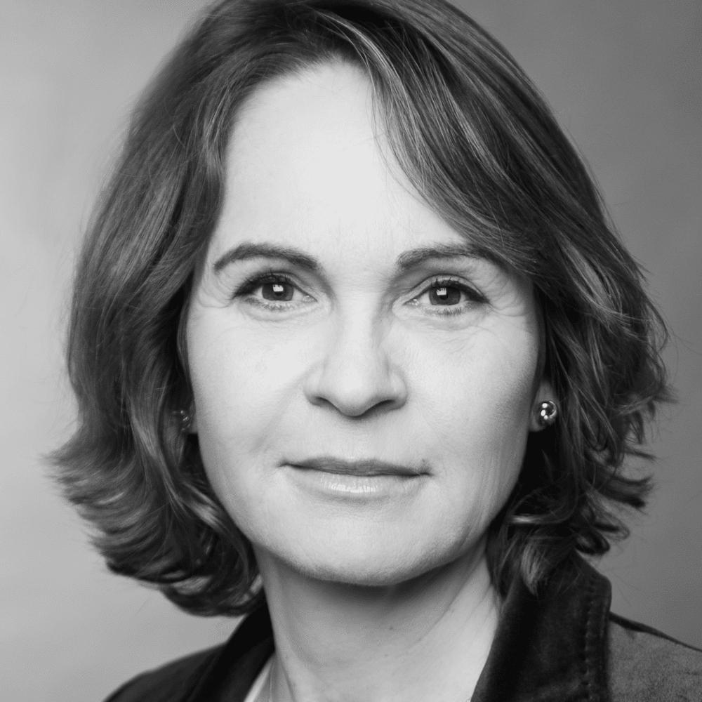 Das Portrait zeigt die externe Autorin Kristina Behrend.